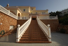 Villa Julia - Luxury property for sale near Alhuarin El Grande in Málaga